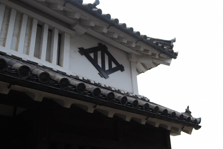Imanishi Residence: Kawai clan crest on the wall