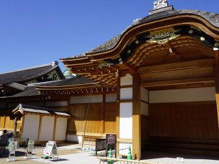 Honmaru Goten entrance area. The palace's elements of wood and touches of gold can be seen from here