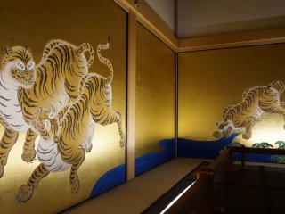 Tigers and leopards are two animals familiar to the first rooms of the palace. What's unique is that the artists had actually never seen any of the animals, and did their job only based on people's verbal descriptions and the animals' skins brought from across Asia.