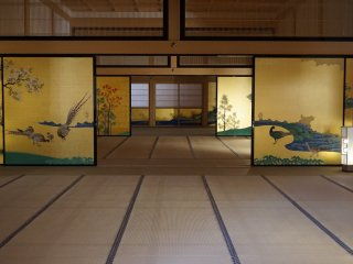 Several rooms inside Honmaru Goten are let open wide, but visitors aren't allowed to step in so they can enjoy the view completely from the distance.