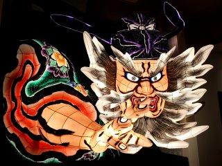 Гигантская фигура фестиваля Нэбута Мацури