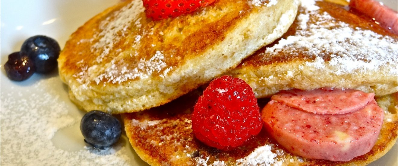 berry berry pancakes with berry butter (¥1,400)