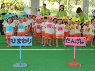 Youth are divided into groups by age and designated by colors with team names, here the himawari (sunflowers) are lined up next to the tanpopo (dandelions)