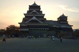 Kumamoto Castle at twilight