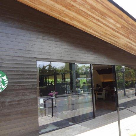 Kamakura's Stylish Starbucks