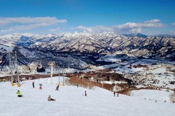 JapanTravel Original: Hakuba Ski/Snowboarding package