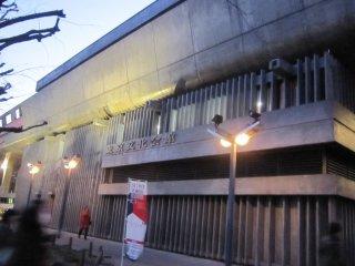 Tokyo Bunka Kaikan at dusk. The concert starts at 18:30