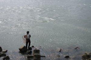 全国から釣り師たちが桜鱒釣りに訪れる