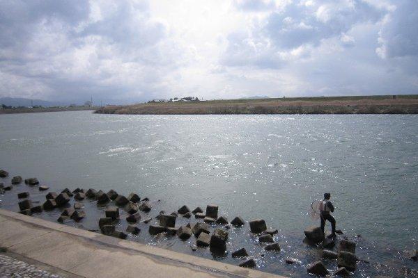 昨今の温暖化によるゲリラ豪雨の被害を防ぐために近年河川堤防が改修されて、桜鱒の生息には若干厳しくなっただろうか