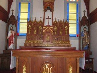 江袋教会祭壇のクローズアップ