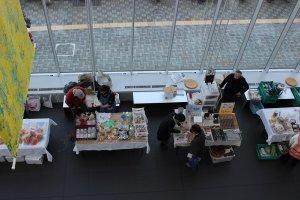 1階ロビーでは福井・グルメ市が開かれていた。此処ではこういう催しがよく開かれる