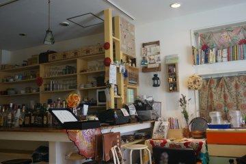คาเฟ่และร้านอาหาร MUNYA