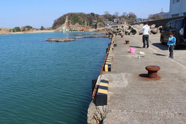 福井越前海岸「和布(めら)漁港で釣り」
