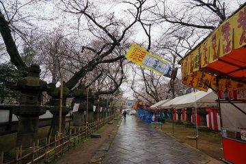 <p>แน่นอน ueno park ก็มีอาหารขายเช่นกัน</p>