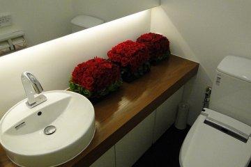 Cleo Hatchobori salon bathroom