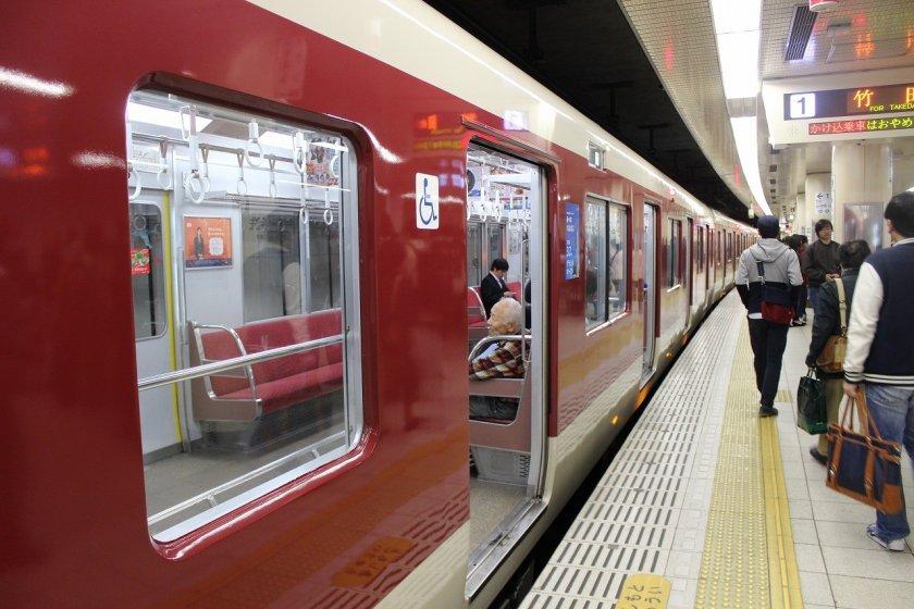 JR京都駅を中心にして東西南北に伸びる京都地下鉄