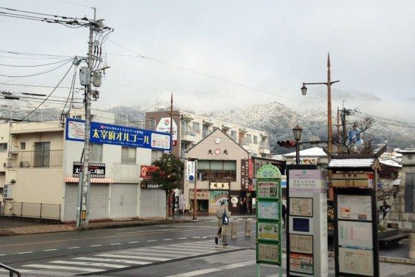 ภาพถ่ายจากด้านในสถานีรถไฟดาไซฟุ