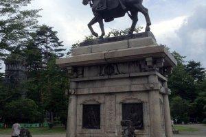 Estátua de Date Masamune em Aobayama