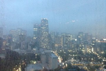 <p>Roppongi&#39;s&nbsp;high-rises shine on a rainy spring evening in Tokyo.</p>