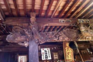 Fantastic carved dragons on the Daishi-do