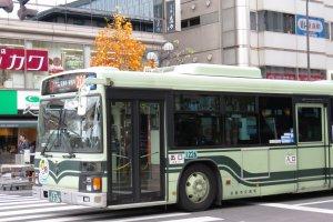 208 автобус на остановке Киото