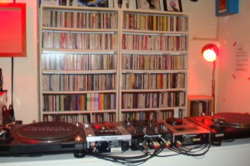 <p>They play Punk, Pub Rock, Mod Revival, Neo Acoustic, UK Soul, Acid Jazz&hellip;and so on, with around 30,000 tunes on call. Of course, your requests are most welcome!</p>