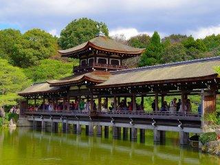 Roofed bridge over the pond: Taihei-kaku