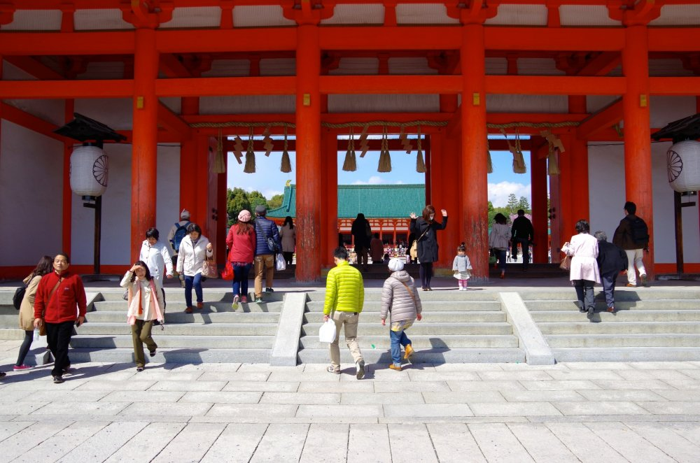 The huge gate of Heian Jingu Shrine: Oten-mon Gate