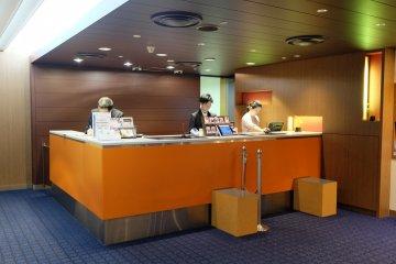 <p>Lobby with friendly hotel staffs</p>