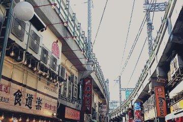 <p>ตลาดอะเมโยโกะ (Ameyoko market)</p>