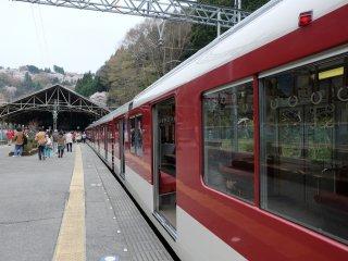 ภาพแรกที่เห็นเมื่อก้าวเท้าลงสู่สถานีโยชิโนะ