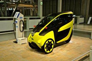 รถรุ่นนี้ออกขายเมื่อไรคงถูกใจแม่บ้านน่าดู คันเล็กขับง่ายประหยัดเนื้อที่ น่าจะเป็นรถแห่งอนาคตแน่นอน
