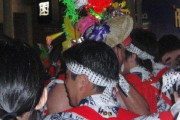 A rare hanagasa-hatted dancer.