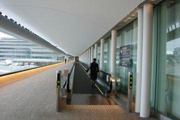 บันไดเลื่อน ทางเชื่อม สนามบินนาริตะ