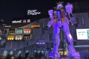 "Another exhilarating view of the Gundam statue ""RG 1/1 RX-78-2 Gundam Ver. GFT"" in front of Diver City Tokyo at night!"