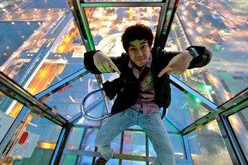 <p>ถ้าอยากเต็มที่กับการนั่งชิงช้าสวรรค์สูง 377 ฟุต นี้ต้องเลือกกระเช้าใส</p>