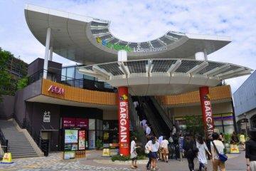 Пройдитесь по магазинам в самом крупном японском торговом центре в Косигая