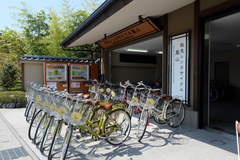 ร้านนี้มีจักรยานให้เลือกมาก แถมยังมีแผนที่และรายละเอียดที่เที่ยวสำคัญๆไว้ให้อย่างครบครัน