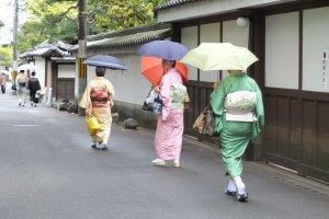 เดินตามสาวชุดกิโมโน