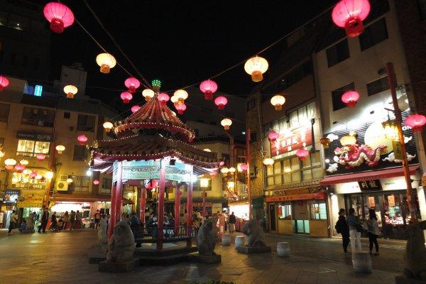 ลาน Nankinmachi จุดศูนย์กลางและแลนด์มาร์กของย่านไชน่าทาวน์