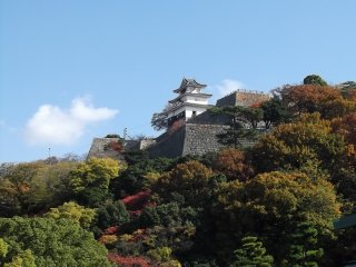 Vue sur le château depuis la ville