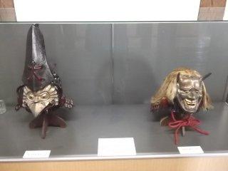 L'exposition à l'intérieur du château abrite des objets historiques