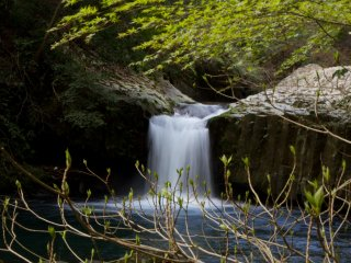 Hebi-daru, orsnake waterfall, as the rock formations on the top of the falls resemble snakeskin