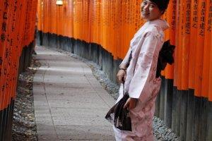 มาเก็บภาพที่ศาลเจ้า Fushimi Inari