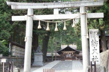 <p>Suwa-Taisha Haru-miya Shrine near the stone statue</p>