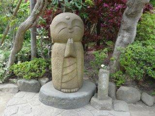 รูปปั้นภายในสวน