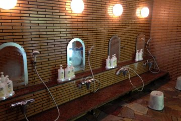 <p>ที่สำหรับอาบน้ำขัดตัวก่อนลงแช่ในบ่อน้ำร้อน</p>