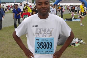 Just before the start of the 2009 Sakuranbo Marathon