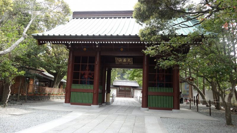 <p>ประตูทางเข้าวัดโกะโตะกุ-อิน ประตูนิโอะ-มอน (Nio-mon)</p>