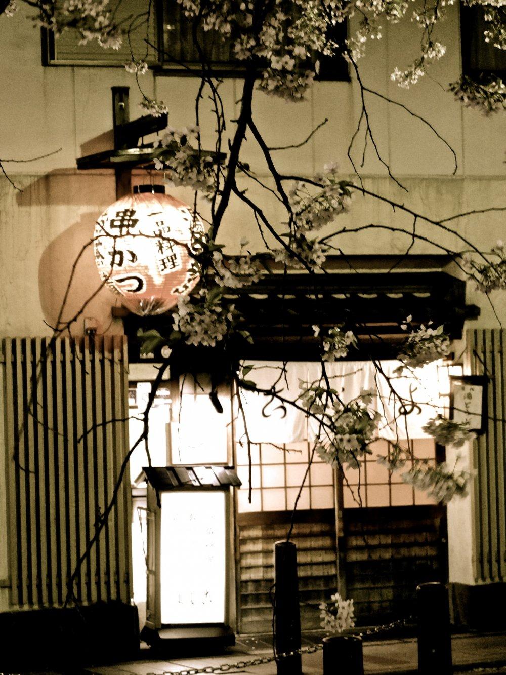 시라가와 강을 따라 있는 작은 음식점